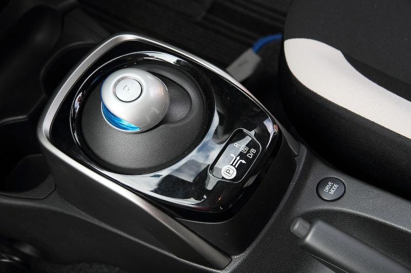 ドライブモードは「ノーマル」「S」「ECO」の3段階を設定。ジムカーナでは推奨の「S」モードを選択