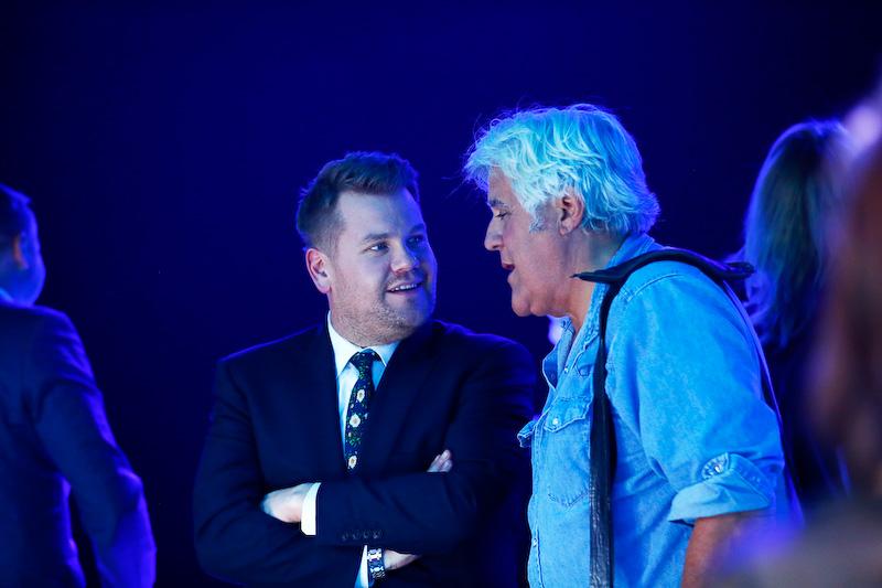 トークショーの名司会者でありカーガイとしても有名なジェイ・レノ(右)とジェームズ・コーデン