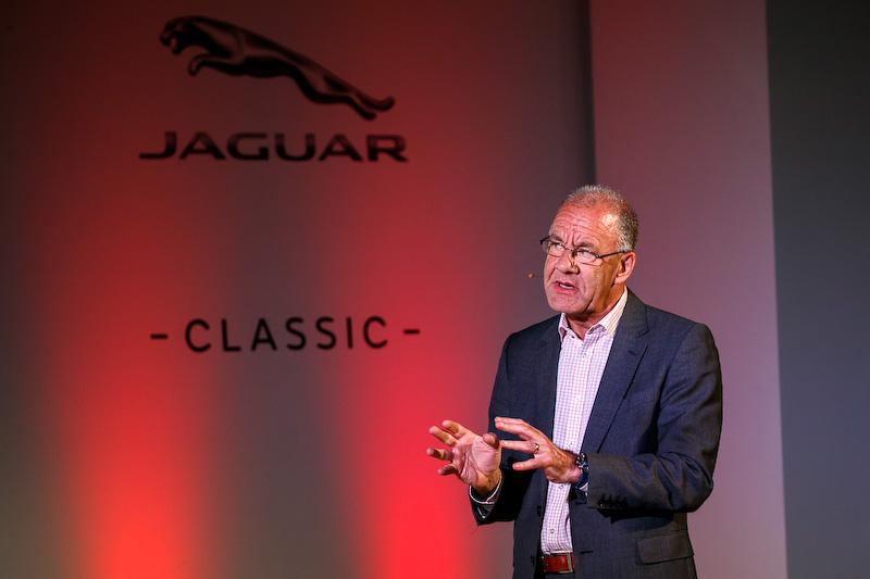 """ジャガー・クラシック部門ビークル・エンジニアリング・マネージャーのケヴィン・リッチ氏は「この重要なモデルを完全に再現し、""""New ORIGINAL""""バージョンの車両を製作。ナンバリングから型、2000個以上もあるリベットの位置、スミス製のゲージに至るまですべて当時のまま」という"""