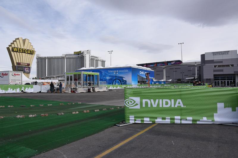 自動運転デモはNorth Plaza。NVIDIAやヴァレオ、クラリオン&日立オートモティブシステムズなどのブースを見かけた