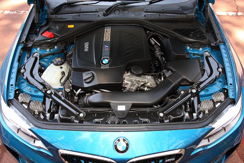 直列6気筒DOHC 3.0リッターMツインパワー・ターボ・エンジンは最高出力272kW(370PS)/6500rpm、最大トルク465Nm(47.4kgm)/1400rpm-5560rpmを発生するが、オーバーブースト機能により最大トルクを一時的に500Nm(51.0kgm)まで引き上げることも可能。0-100km/h加速は4.3秒、JC08モード燃費は12.3km/Lというスペック