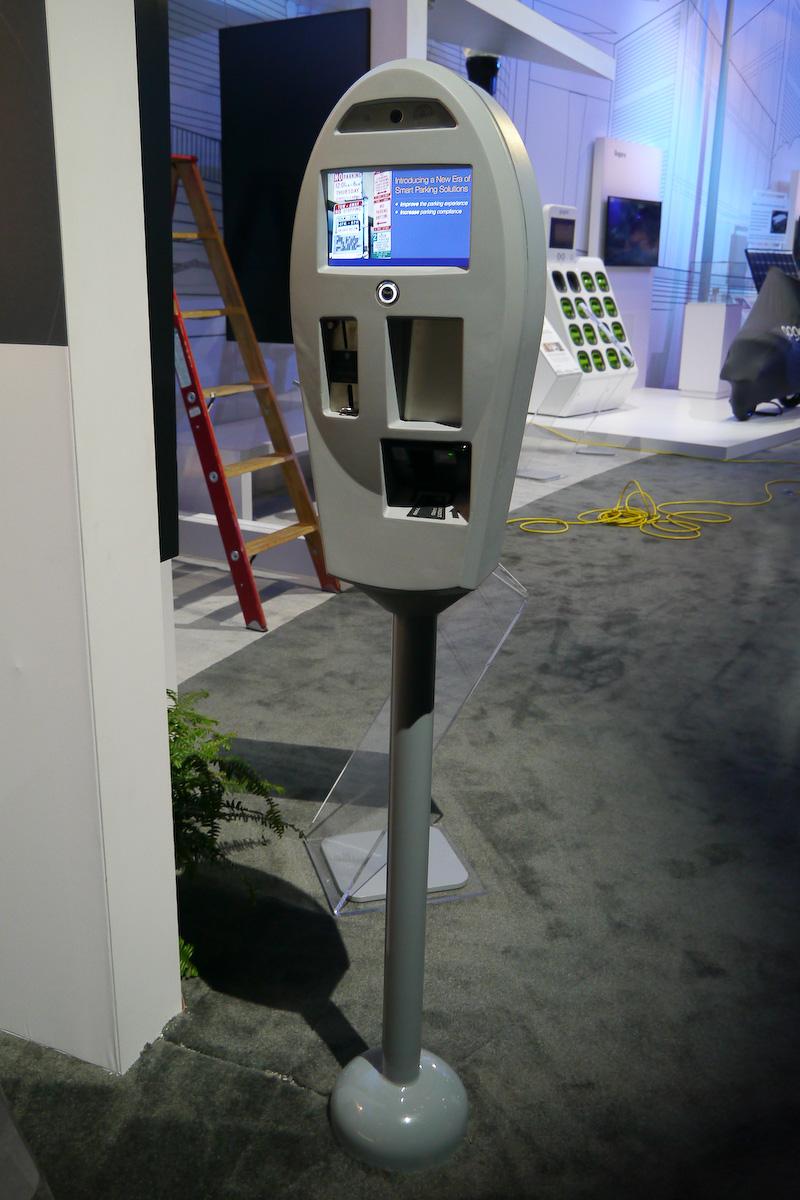 駐車料金を課金したり空いている駐車スペースへ誘導するスマートパーキングメーター