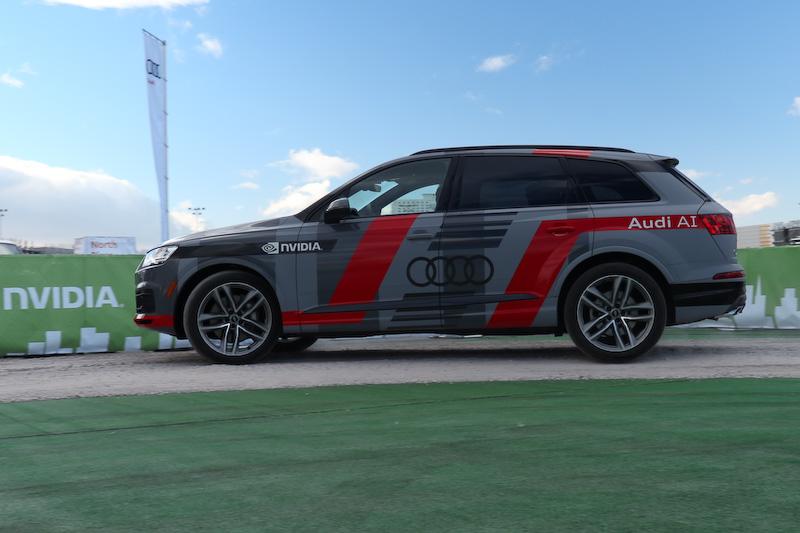 CES 2017の会場で、来場者が「Q7」のコンセプトカー(自動運転車)に試乗できるイベントを用意
