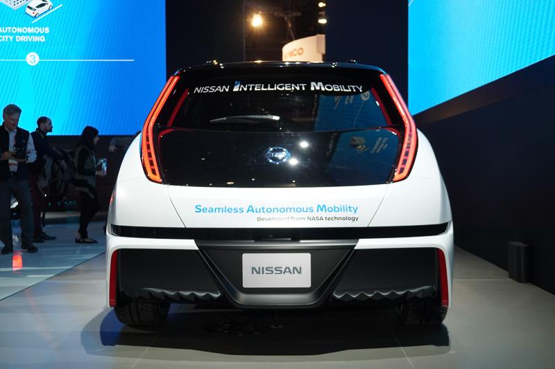 「リーフ」ベースの自動運転実験車
