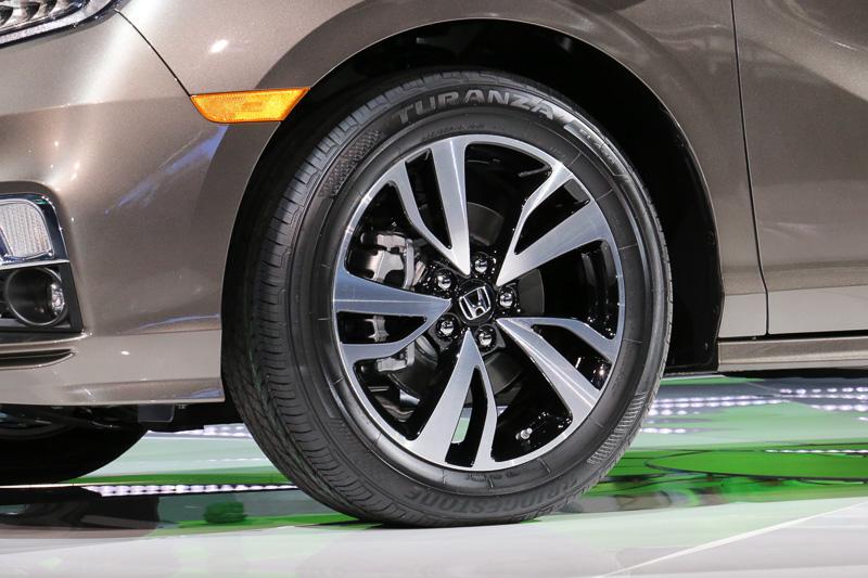 タイヤはブリヂストンのトランザを採用