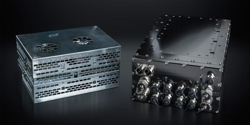 Intel GO In-Vehicle Development Platforms、左側がAtom版、右側がXeon版(出典:Intel Corp.)