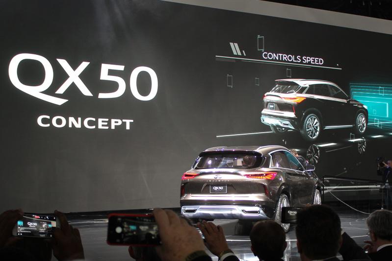 QX50コンセプトは、2016年4月に北京モーターショー2016の会場で世界初公開した「QX Sport Inspiration」を発展させたコンセプトカー