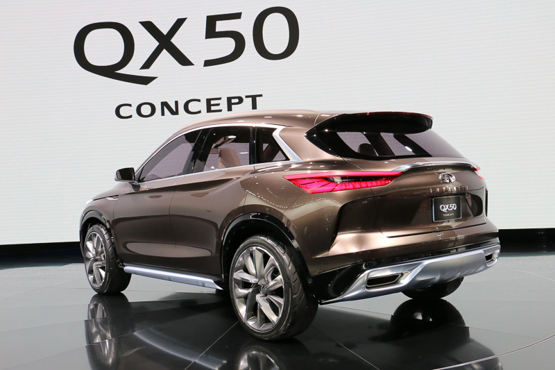 インフィニティ独自の「優雅でありながらもパワフルなデザイン」を与えつつ、世界初の「量産可能な可変圧縮比ターボエンジン」や自動運転支援技術の導入も示唆するなど、先進技術も積極的に採り入れた車両となっている