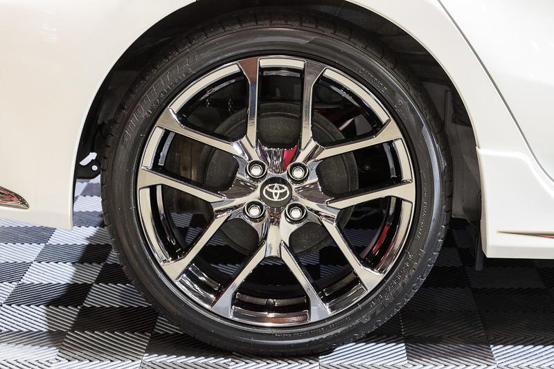 タイヤサイズは前後とも195/45 R17