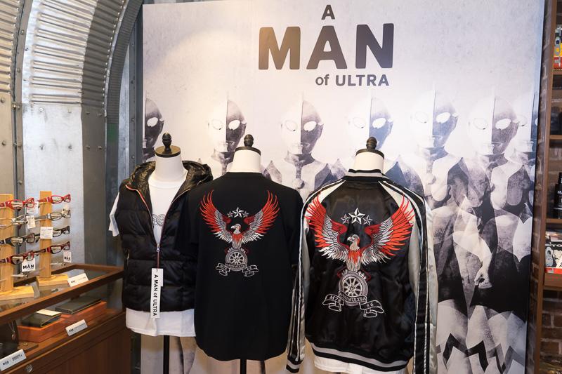 ガレージ内では、TOYOTA 86×A MAN of ULTRAの限定グッズも販売される。こちらはジャケット関連