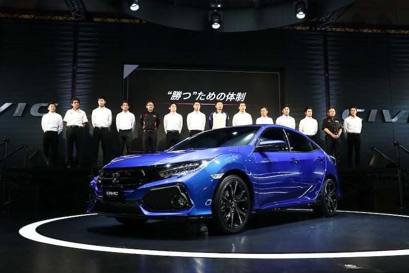 2017年のSUPER GTを戦う5チームのドライバーと監督