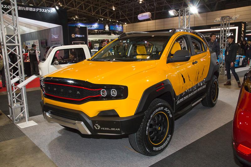 大胆なボディワークが施された「VEZEL GEAR」。フロント周りはすべて作り直している。リアはドアを中国仕様車用に変更。フェンダーガーニッシュはワンオフで製作し、ルーフレールやリア周りもワンオフとなっている