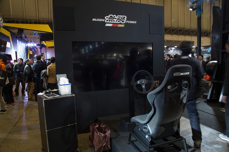 鈴鹿サーキットをSF14で走行した映像を使うシミュレーター体験コーナーも用意
