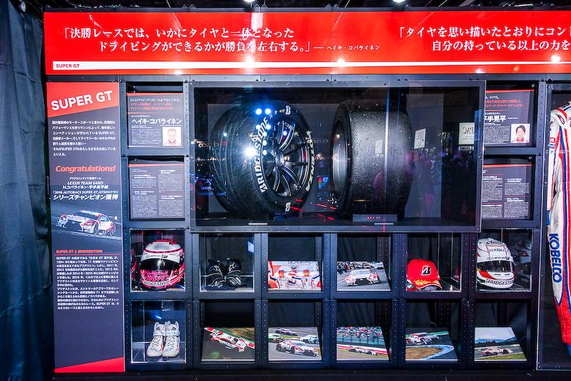 LEXUS TEAM SARDのヘイキ・コバライネン選手・平手晃平選手組がレースに実際に使用したタイヤやヘルメットの展示