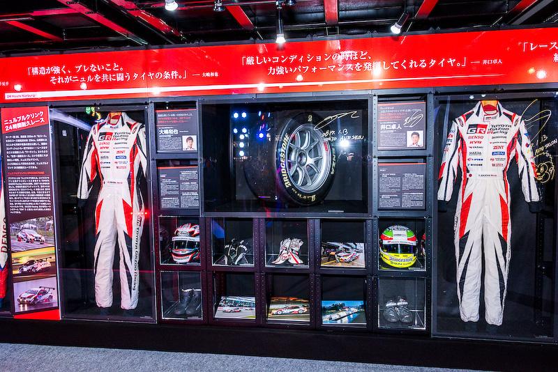 ニュルブルクリンク24時間耐久レースで大嶋和也選手と井口卓人選手が使用したタイヤやヘルメット、レーシングスーツ