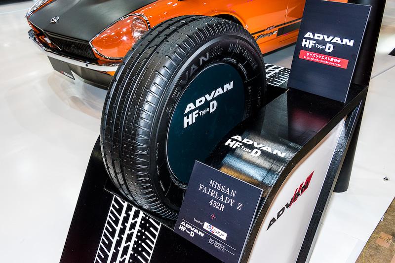 「ADVAN HF Type D」の単体の展示。ブースではヒストリックカー向けにサイズのリクエストも受け付けている