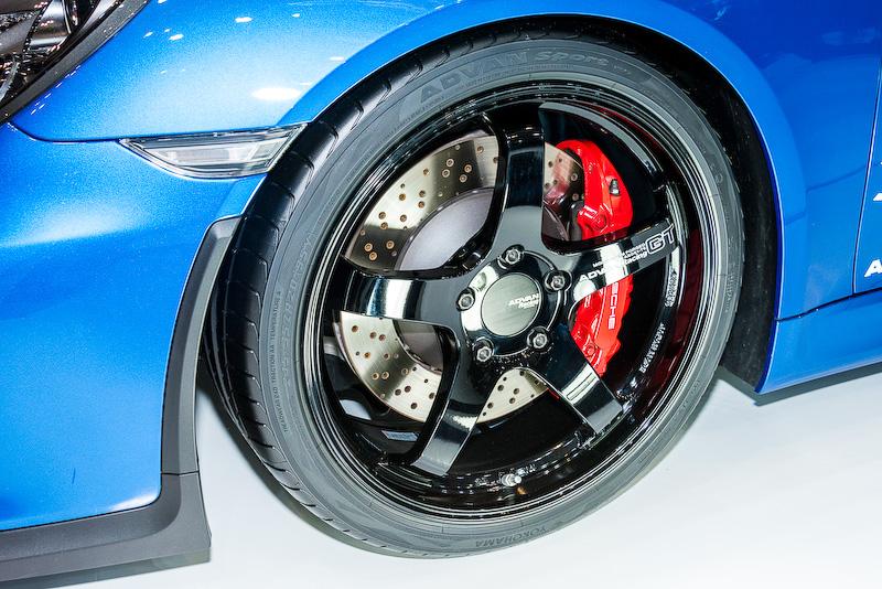 「ADVAN Sport V105」はポルシェ「ケイマン GT4」に装着