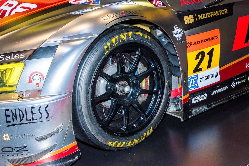 同社のレース専用のタイヤを装備