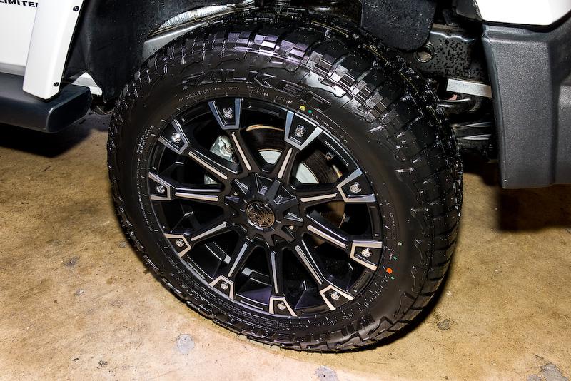 日本では未発売の4WD用タイヤ「WILDPEAK A/T」を展示