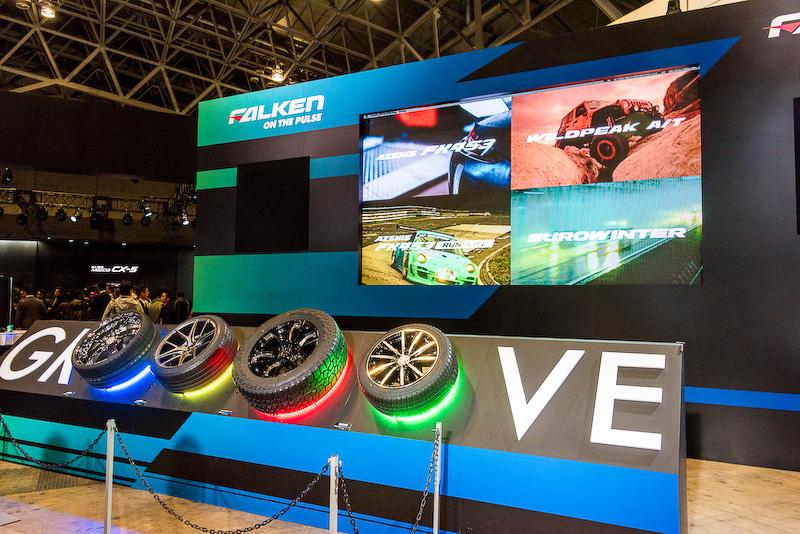 タイヤをターンテーブルのように回転させることで、それぞれの商品の個性を表現した映像と音楽を体感できるコーナー