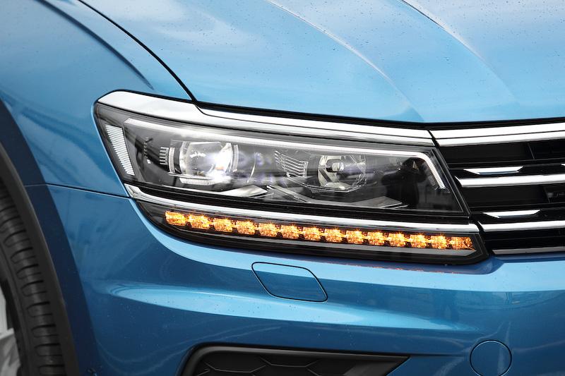 フロントまわりは、ラジエターグリルとヘッドライトを水平にレイアウトし、幅広さを強調したデザインに変更。LEDヘッドライトは「TSi Highline」に標準装備、フォグランプは全車標準装備