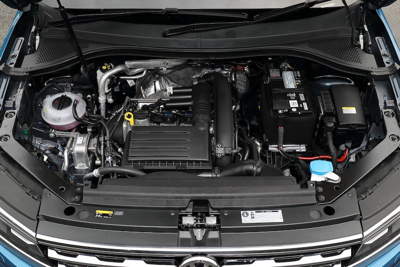 新型ティグアンが搭載する直列4気筒DOHC 1.4リッターターボエンジンは最高出力110kW(150PS)/5000-6000rpm、最大トルク250Nm(25.5kgm)/1500-3500rpmを発生。JC08モード燃費は全グレード16.3km/Lとなっている