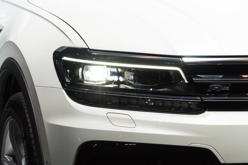 LEDヘッドライト点灯時。LEDヘッドライトにはオプションで眩惑を自動で防ぐ「ダイナミックライトアシスト」を付けることができる