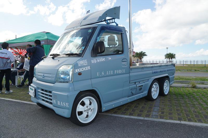初開催の「沖縄カスタムカーショー2017」に東京オートサロン 2017の出展車両約120台が沖縄に上陸した