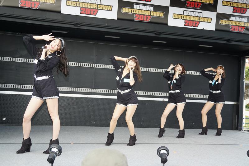 東京オートサロン 2017イメージガールの早瀬あやさん、荒井つかささんと、清瀬まちさん、日野礼香さんによるユニット「A-class」によるステージ