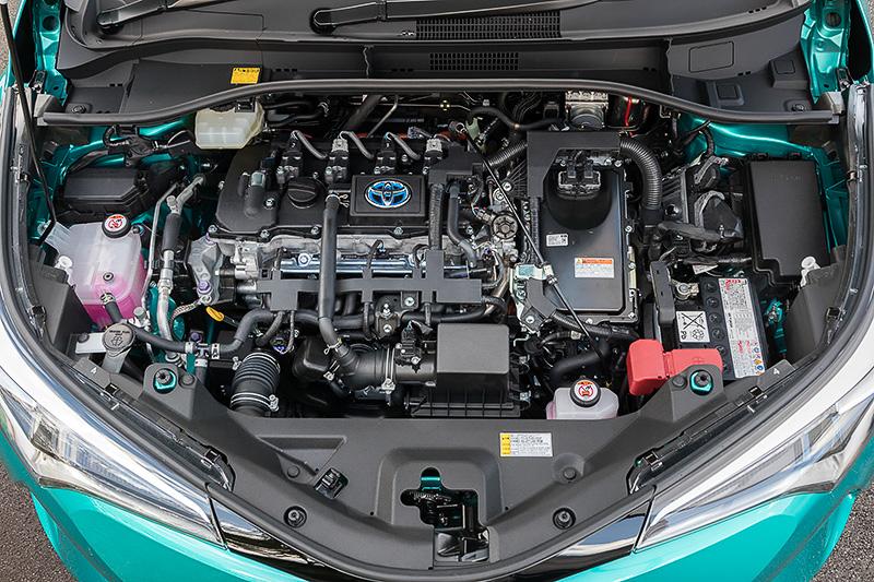 プリウスなどにも採用されている「2ZR-FXE」は、最高出力は72kW(98PS)、最大トルクは142Nm(14.5kgm)を発生。これに最高出力53kW(72PS)、最大トルク163Nm(16.6kgm)の「1NM」モーターを組み合わせる