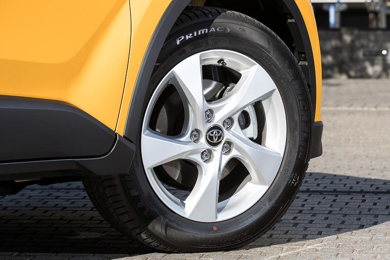 ハイブリッドのS、ターボのS-Tで標準装備する17インチのタイヤ&ホイール。銘柄は18インチと同じミシュランのプライマシー 3で、サイズは215/60 R17
