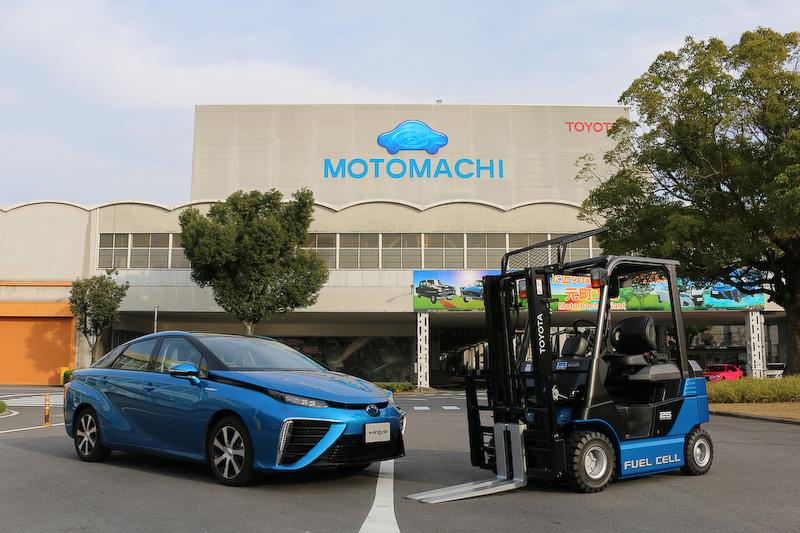 トヨタ自動車の燃料電池車(FCV)「ミライ」と燃料電池フォークリフト(FCフォークリフト)