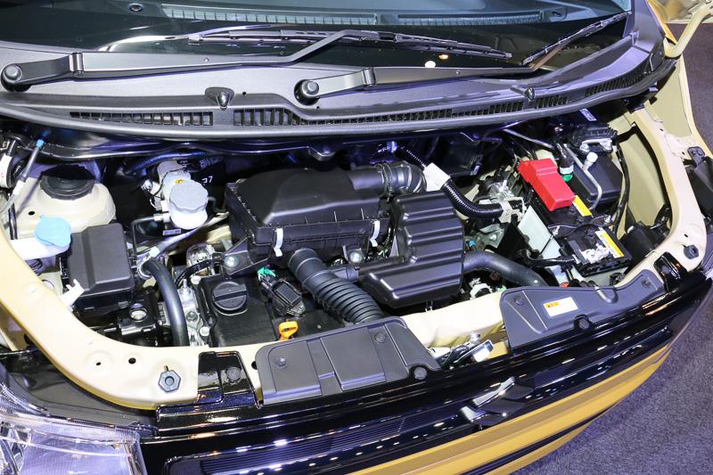 HYBRID FXのエンジンルーム。FAと同じ「R06A」型エンジンに、2.3kW(3.1PS)/1000rpm、50Nm(5.1kgm)/100rpmを発生する「WA05A」モーターを組み合わせるマイルドハイブリッド