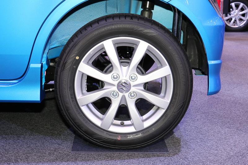 HYBRID FZは14インチアルミホイールを装着。タイヤサイズは155/65 R14