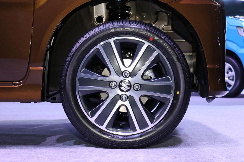 HYBRID Tは15インチアルミホイールを装着。タイヤサイズは165/55 R15