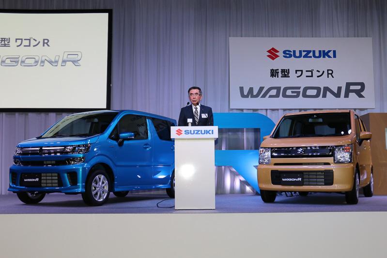 1993年9月に始まり、累計で約440万台を販売してきたワゴンRの歴史について語る鈴木氏。新型ワゴンRは3種類のデザインを用意して、幅広い年代やライフスタイルのユーザーにアピールしていく構えだ