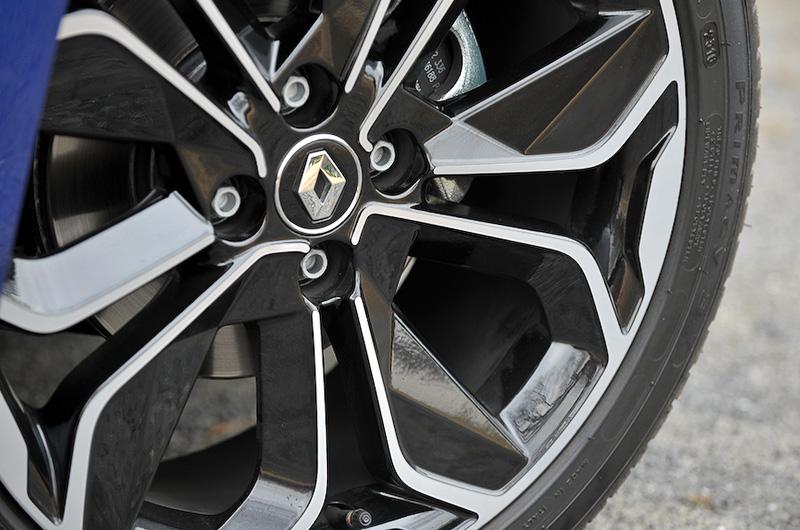 ホイールも刷新され、インテンスのみ17インチアロイホイール(タイヤサイズ:205/45 R17)を標準装備