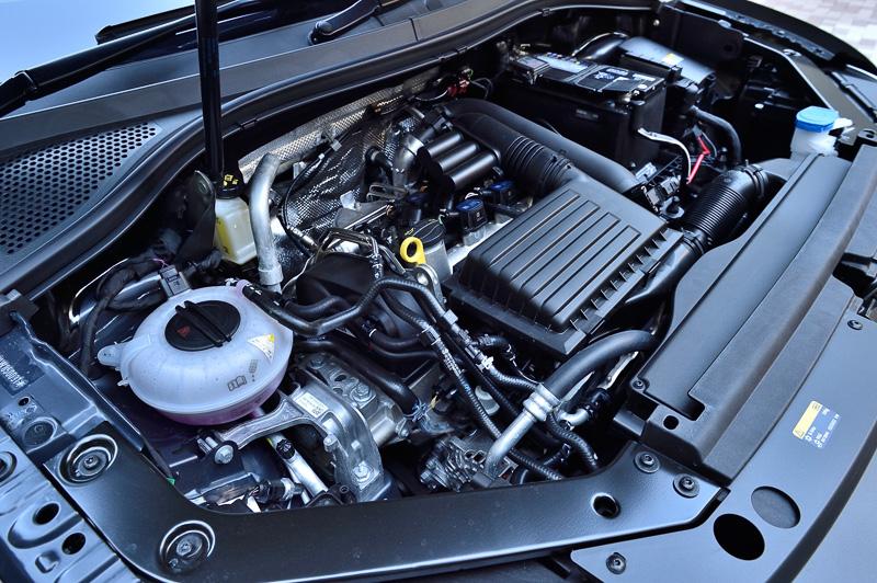 パワートレーンは全車共通で、110kW(150PS)/5000-6000rpm、250Nm(25.5kgm)/1500-3500rpmを発生する直列4気筒DOHC 1.4リッターターボとデュアルクラッチトランスミッションの6速DSGを組み合わせる。JC08モード燃費は全車16.3km/L