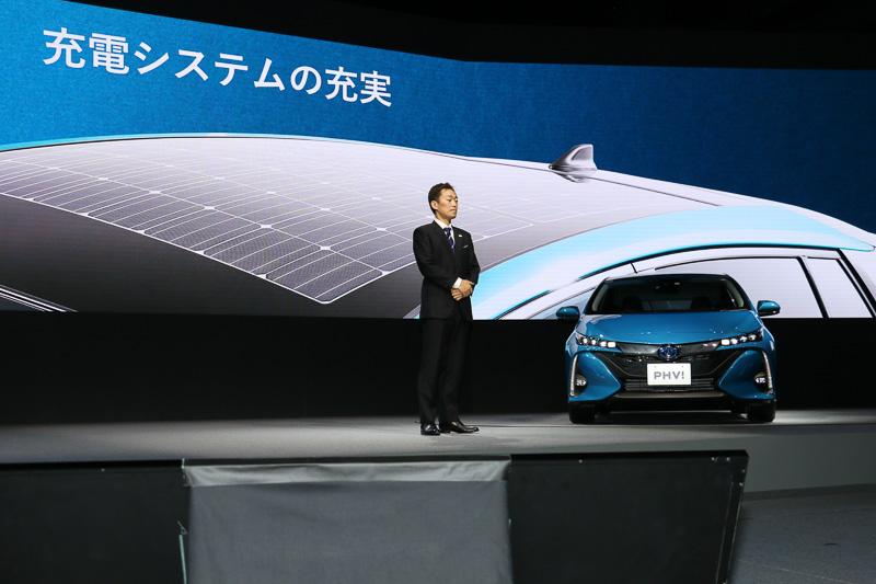S、S ナビパッケージにオプション装着できる「ソーラー充電システム」は、ルーフ全面を使ったソーラーパネルで最大6.1km/日分の電力を太陽光から発電できる