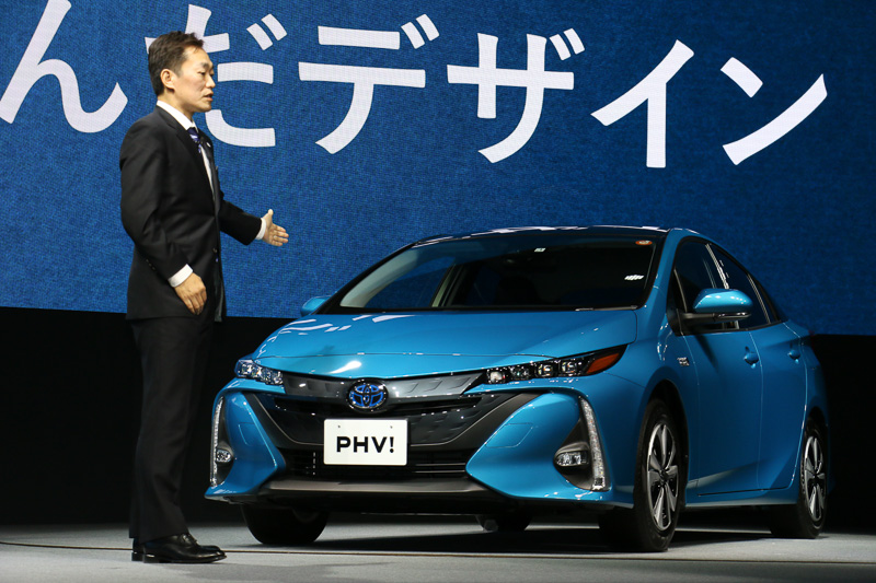 金子氏が「技術とこだわりを詰め込んだ」と語るデザインでは、ベースモデルの「プリウス」から受け継いだTNGA(Toyota New Global Architecture)プラットフォームによる低重心パッケージを使いつつ、フロントとリアのオーバーハングを延長して伸びやかで車格感のある外観としている