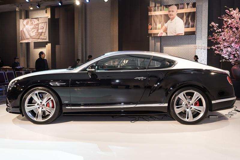 コンチネンタル GT V8 S ムーンクラウド・エディション