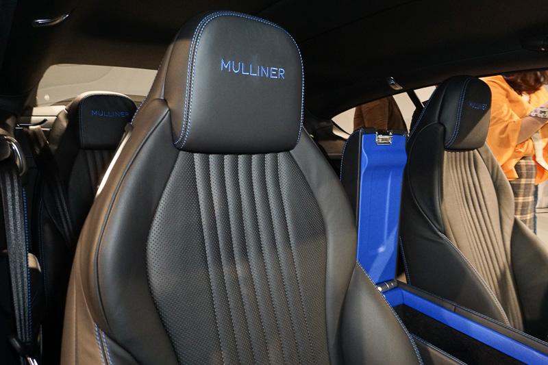 ヘッドレストの「Mulliner」刺繍もKlein Blue