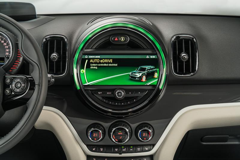 今秋に導入される予定の「MINI クーパー S E クロスオーバー ALL4」