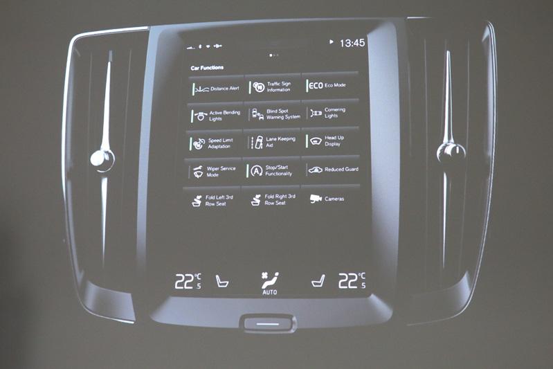 カーナビやエアコン操作をタッチパネルに集約したセンターディスプレイは、必要なボタンを拡大することで使い勝手を高める。また、表示の切り替えでボタンの数を増やせるので、「ワイパーブレードの交換」といった使用頻度の低い機能も盛り込める