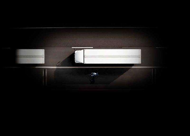 左死角に隠れた危険を警告する安全装置「アクティブ・サイドガード・アシスト」を国内初採用