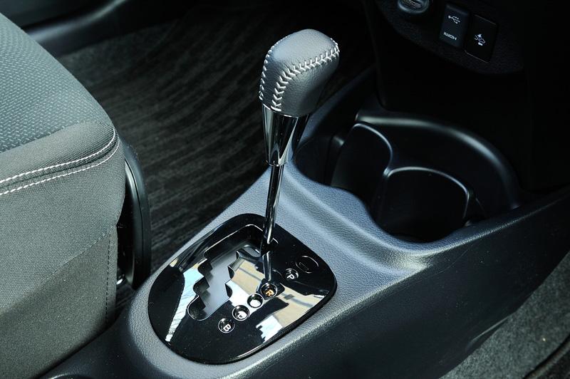 シフトセレクターはトヨタのハイブリッドモデルで多用されている「エレクトロシフトマチック」ではなく、ガソリンモデルと同じゲート式