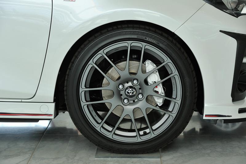 タイヤサイズは205/45 R17