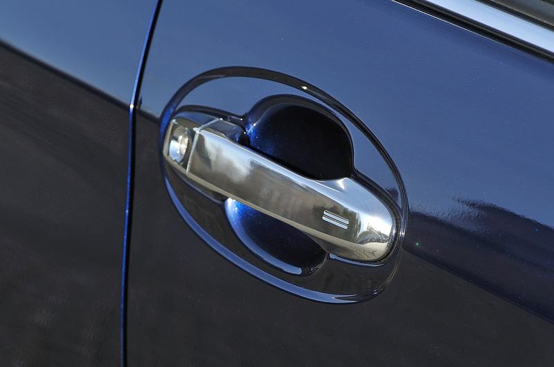 ジュエラにはドアミラーやドアハンドルをメッキ仕上げに変更する専用オプション「シャイニーデコレーション」が用意されている