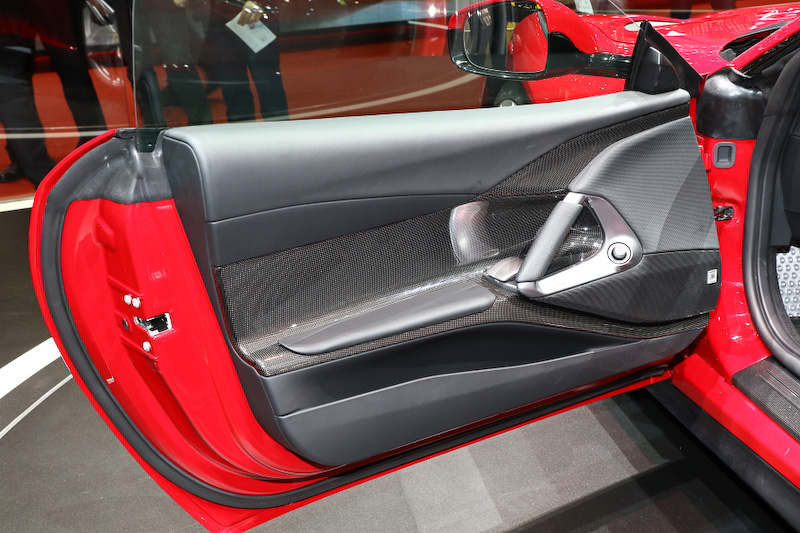 Rosso Settantanni(赤)カラーの812 Superfast
