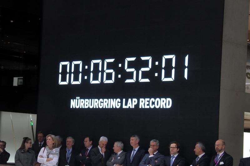 ニュルブルクリンク ノルトシュライフェ(北コース)で量産車として世界最速となる6分52秒01のラップタイムを記録